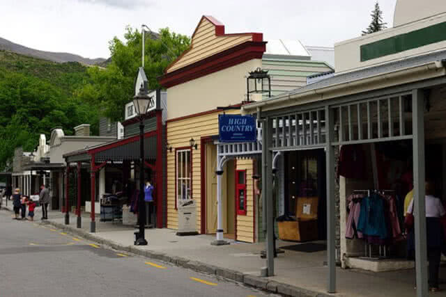Image of the high street in Arrowtown, New Zealand