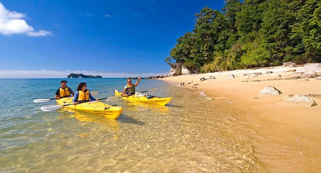 Image of people kayaking in the Abel Tasman National Park, Nelson