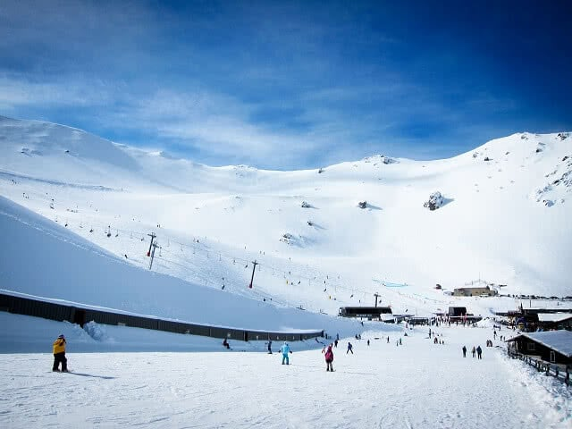 Skiing at Mt Hutt